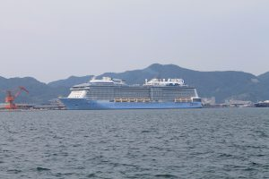 境港にやってきたデカイ船
