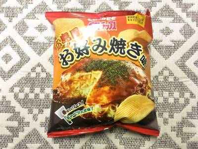 カルビーの「ポテトチップス 広島風お好み焼き味」を食べてみた!