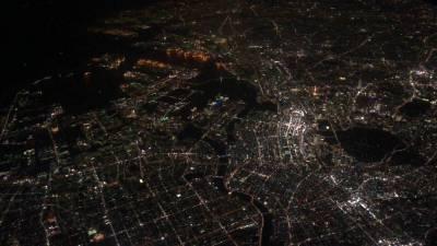 羽田発着の飛行機から見える夜景はスカイツリー要らずだな。