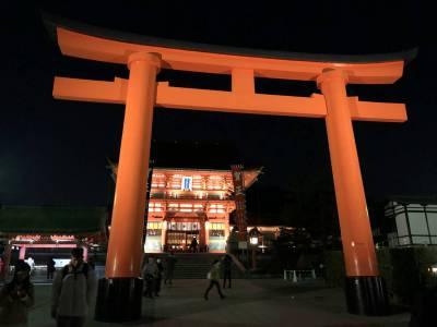 夜に京都の伏見稲荷大社に行ってみた。