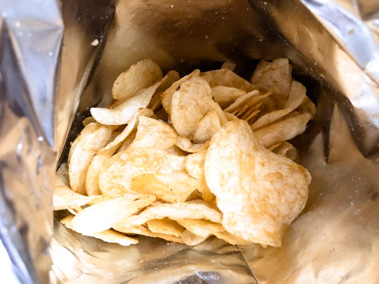 ポテトチップス 炭火焼きとり塩味