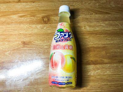 コカ・コーラの「ファンタ 贅沢ダブル 白桃&黄桃」を飲んでみた!