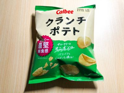 カルビーの「クランチポテト サワークリームオニオン味」を食べてみた!