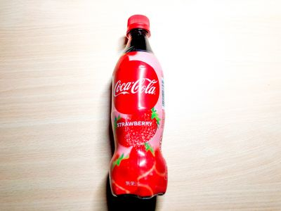 コカ・コーラの「コカ・コーラ ストロベリー」を飲んでみた!