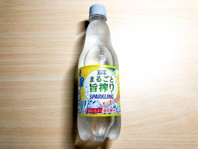 サントリーの「天然水 まるごと旨搾りスパークリング レモン」を飲んでみた!